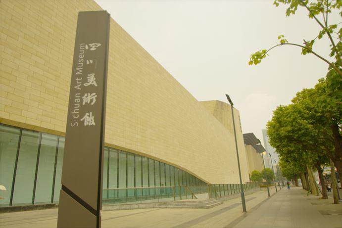 四川美術館でかい。_R