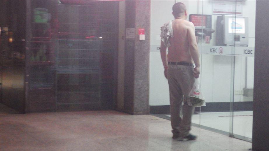 裸族のおっさん (2)
