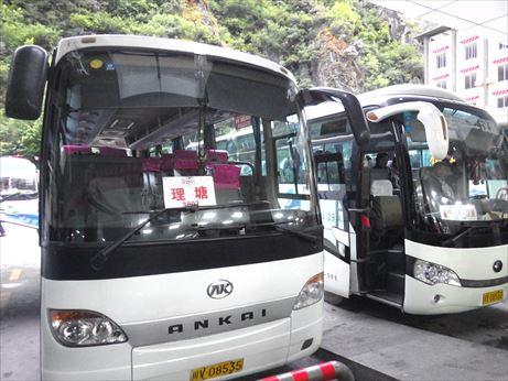 理塘行のバス_R