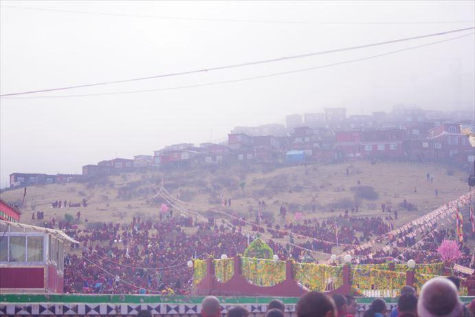 ラルンガルゴンパ:人が集まっていく_R