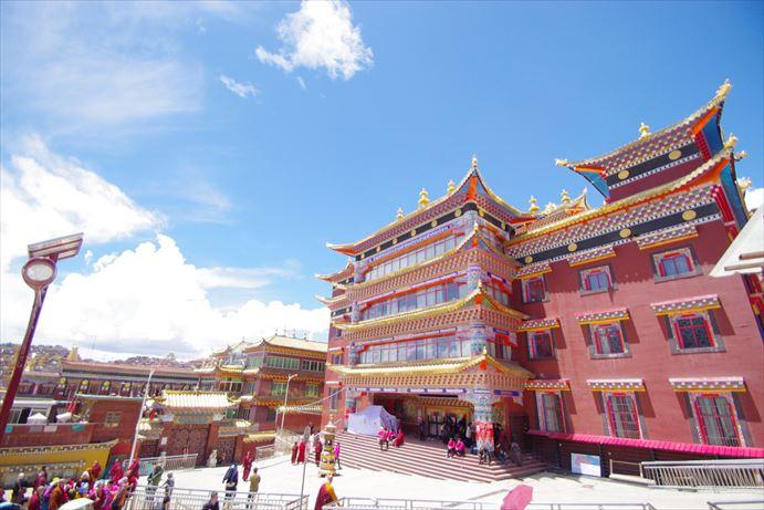 ラルンガルゴンパ:豪華絢爛な建物_R