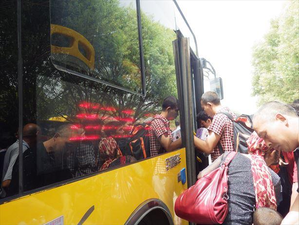 カシュガル駅からバスで宿まで_R