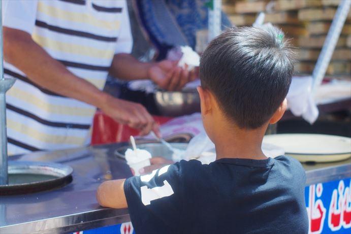 カシュガルのアイスと子供