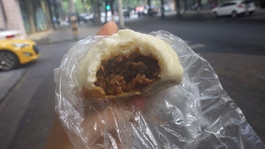 朝ごはん肉まん、美味しい (4)