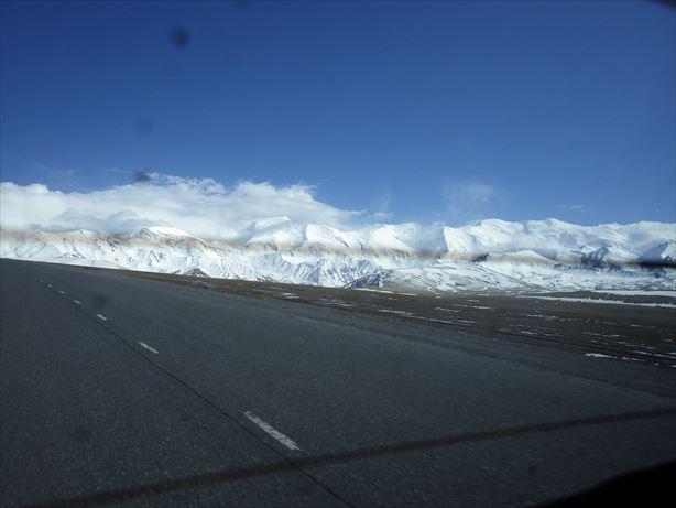キルギスへ抜ける国境からの景色がきれい! (2)