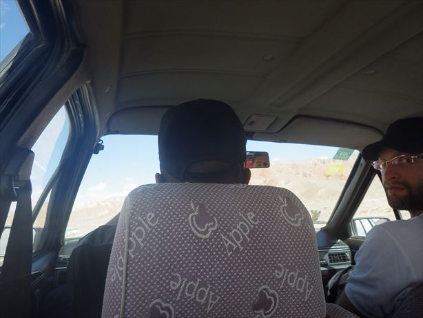 またタクシー乗り換えてキルギスボーダーまでいくよー