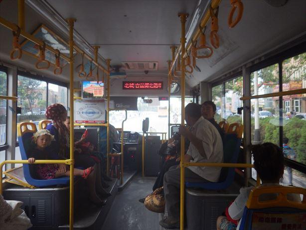 バスでカシュガルバスターミナルへ