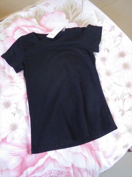 バザールで購入!サンダルとTシャツ (2)