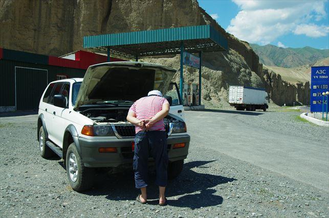 タジキスタン名物車故障w_R