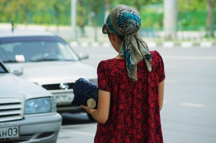 女性の衣装がきれいタジキスタン (2)_R