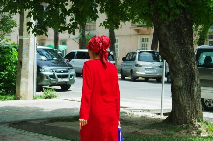 女性の衣装がきれいタジキスタン (3)_R