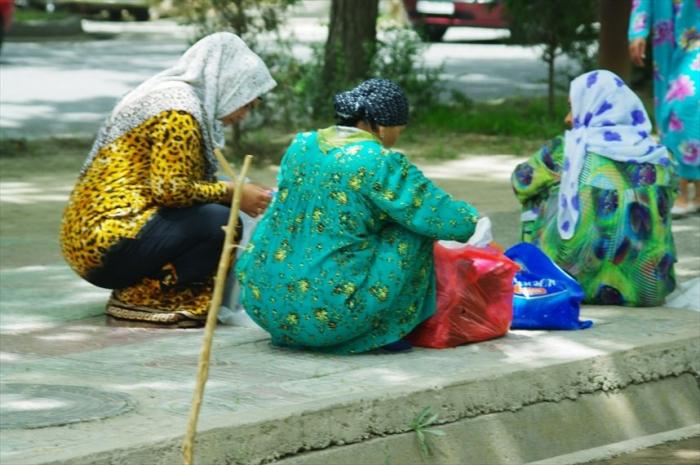 女性の衣装がきれいタジキスタン (4)_R
