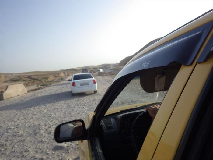 砂漠みたいなウズベキの国境 (2)