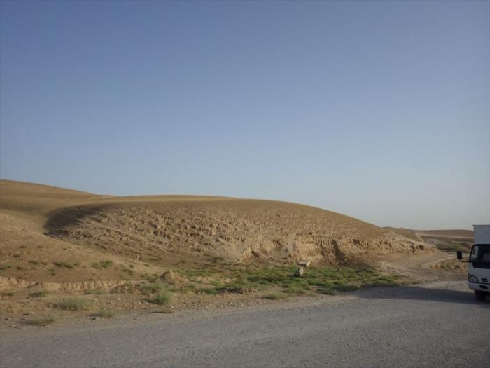 砂漠みたいなウズベキの国境 (1)