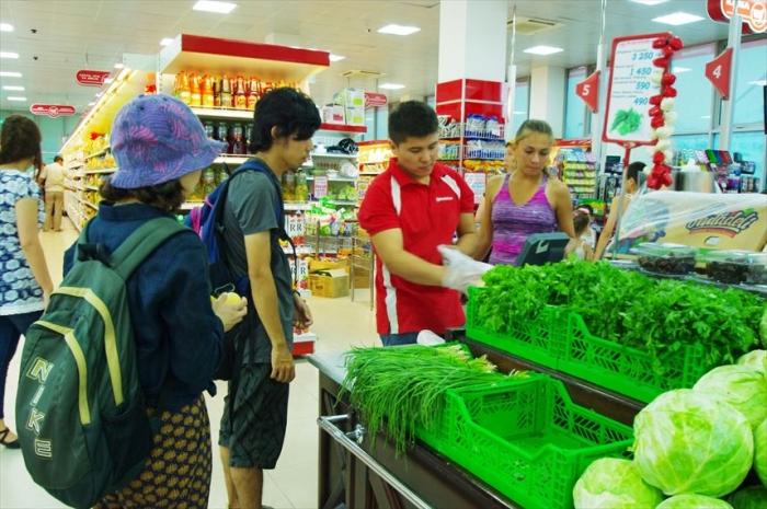 宿近くのスーパーでお買い物 (2)