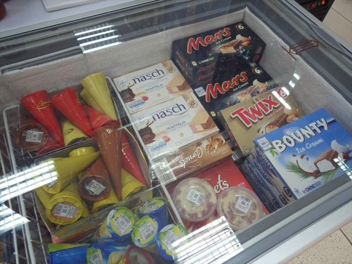 ビシュケクのスーパーのアイス (1)