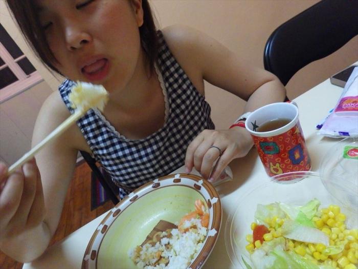 晩ごはんはサーモン丼&スイカ! (11)