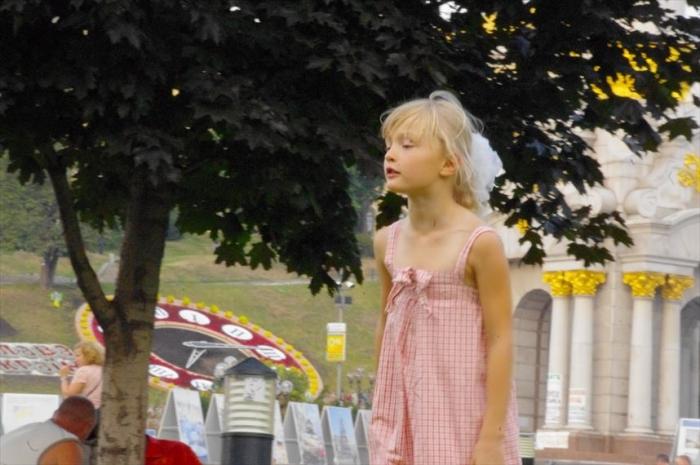 キエフ街歩き美女さがし (23)