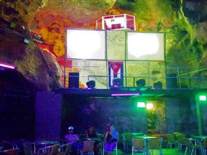 洞窟バー (8)